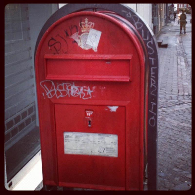 rød postkasse